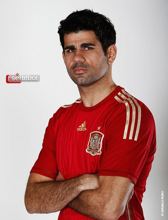 roja diego costa avec le maillot espagnol foot espagnol. Black Bedroom Furniture Sets. Home Design Ideas
