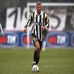 Le 8 juillet 2001, le Real Madrid recrute Zidane à la Juve pour la somme record de :